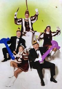 Kabinet Jeugdprins Jerry den Eerste (Remmers). Van links naar rechts: Adjudant Gabriël van Heusden, Page Many Haefkens, Jeugdprins Jerry den Eerste, Adjudant Geert Alwicher en Page Ilonca Vilier