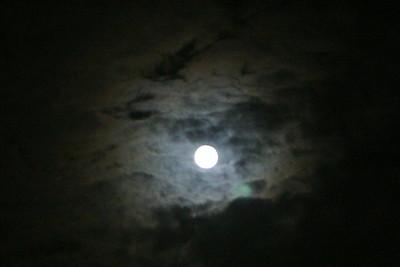 Pretty moon, but no tripod