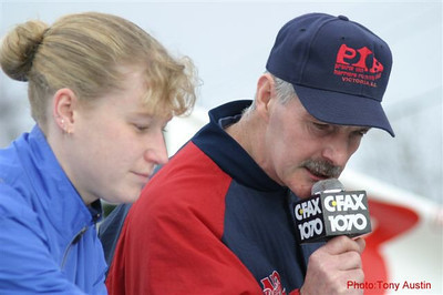 2004 Bazan Bay 5K - Lise Wessels and Bob Reid handle the announcing