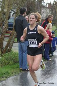 2004 Bazan Bay 5K - National team triathlete Carolyn Murray finishes 3rd in 16:46
