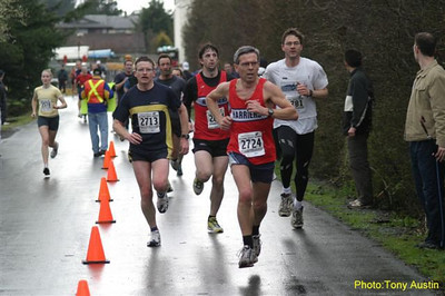 2004 Bazan Bay 5K - Richard Rycraft leads a tight pack to the line