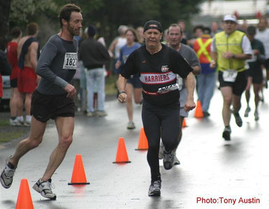 2004 Bazan Bay 5K - DISASTER - between Neil Kemp and Steven Fifield - is narrowly averted