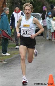 2004 Bazan Bay 5K - Lucy Smith smashes the women's course record