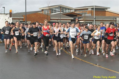 2004 Bazan Bay 5K - Canadian Olympian Graham Hood goes to the front early