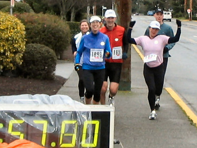 2004 Boxing Day 10-mile Handicap - Lisa Lynam and Lindsay Pellow's clan