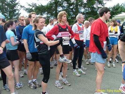 2004 Cedar 12K - Claire Townsend stretches