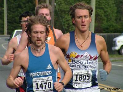 2004 Cedar 12K - The lead pack early in the race