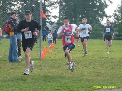2004 Cedar 12K - Graeme Benn kicks for home