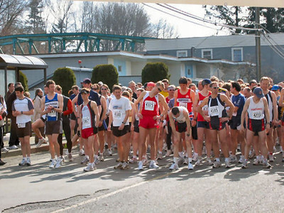 2004 Comox Valley Half Marathon - Front of the Pack