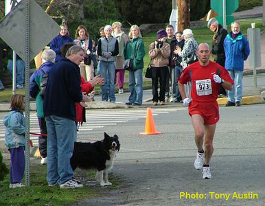 2004 Mill Bay 10K - Around the final corner