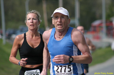 2004 Sooke River 10K - Gary Vermette ahead of Karen Lawless, just back from Mexico
