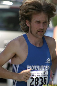 2004 Sooke River 10K - Race winner Steve Osaduik lets the locks loose - and runs a PR: 30:19