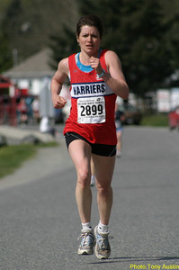 2004 Sooke River 10K - Debbie Scott wins the F45 group with an excellent 37:34