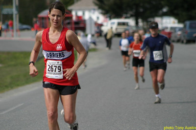 2004 Sooke River 10K - Jill Hawe ran almost exactly the same time as last year