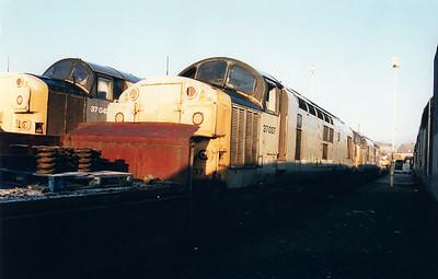 37037 at Wigan CRD  12/01/01.