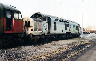 37078 at Wigan CRD  12/01/01.