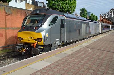 68012 1819/1T54 Marylebone-Oxford awaits departure  20/05/16.