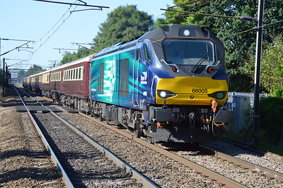68005 tnt 68022 pass Welwyn North on the Northern Belle   06/08/16.