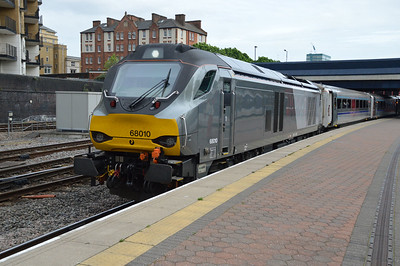 68010 1715/1K50 Marylebone-Kidderminster awaits departure  20/05/16.