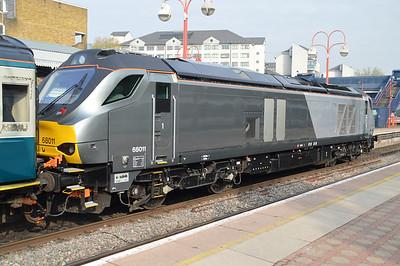68011 arrives on 0859/1H20 Banbury-Marylebone service  24/04/15.
