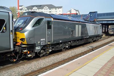 68010 arrives on 0936/1H26 Kidderminster-Marylebone service  24/04/15.
