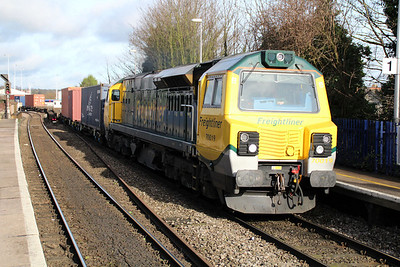 70019 1315/4o49 Crewe Basford Hall-Southampton passes Reading West 01/02/13.