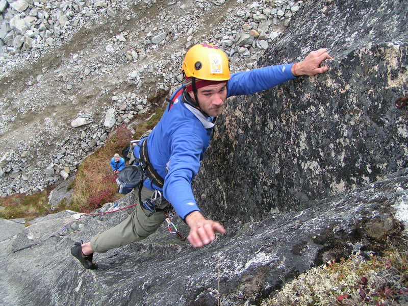 Craig doesn't even feel the bloody knuckles in the cold autumn weather on <i>Grit Your Teeth 5.9+</i> in Archangel Valley.