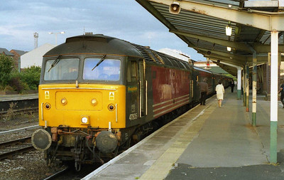 Illuminated by the last rays of the evening sun, Freightliner's 47805 waits time at Chester with 1D89 1720 Euston-Holyhead (03/07/2004)