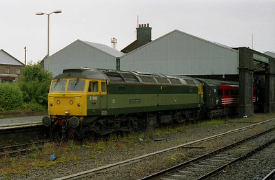 47851 'Traction Magazine' is pictured at Chester with the SuO 1D87 1325 shuttle to Holyhead (20/06/2004)