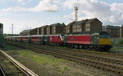 The other rake in use that day was top-and-tailed by 47828 'Severn valley Railway' and 47787 'Windsor Castle'. The former is pictured in the yard at Chester after working 1A61 1345 from Holyhead (20/06/2004)