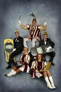 Kabinet Prins Gerard den Eerste (Brouwer) Van links naar rechts: Adjudant Theo Hellegers, Page Mandy McSorland, Prins Gerard den Eerste (Brouwer), Page Angelique Beumer en Adjudant Vincent Verstraaten