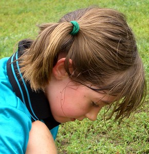 Isabel tying her shoe