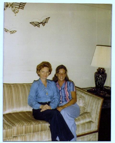 Mom & Kathi1981