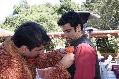 You thought Sameer didn't know how to attach the flower? Well, he was better than Anshul. Anshul pierced Nisheeth while attaching it.