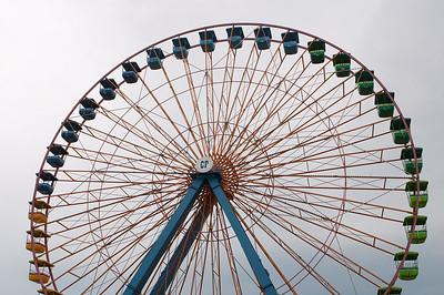 A drab sky behind the ferris wheel