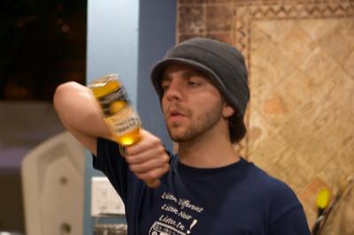 Andrs prepares his Corona