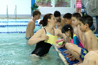 2005-06-27 Lynn and Erica in Swim Class