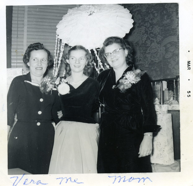Bridal Shower - Ginger with mother-inlaw and mom