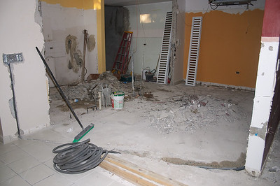 More pictures of the (con|de)struction of my house