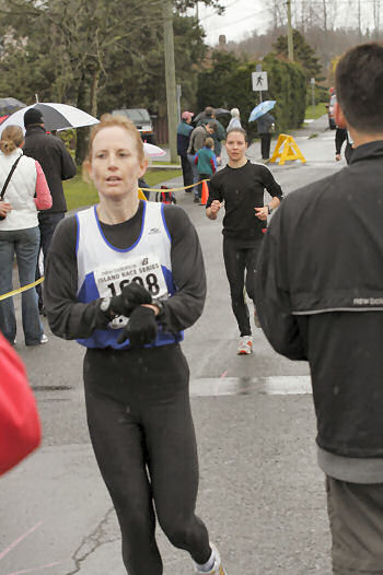 2005 Comox Valley Half Marathon - ComoxHalf2005-Al-Livsey-107.jpg
