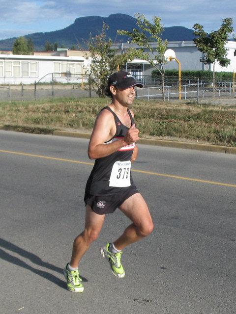 2005 Run Cowichan 10K - The start of the junior men