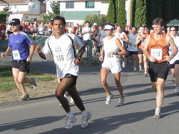 2005 Run Cowichan 10K - McCloy tries to get away