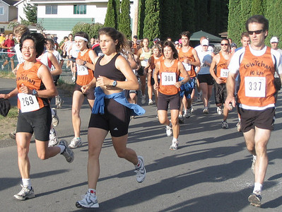 2005 Run Cowichan 10K - The newfie has a bit of a gap - 1K to go