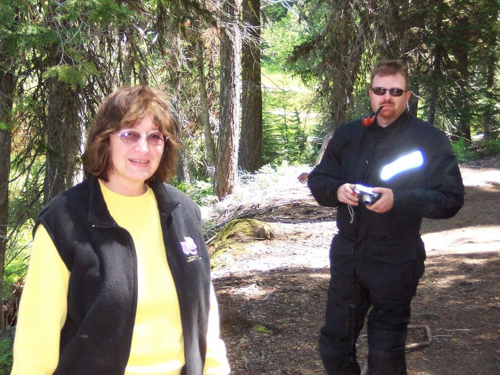Sylvia & Eric hiking to Duck lake