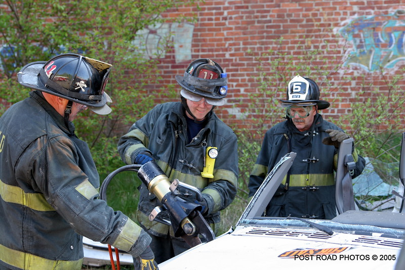 20150500-bridgeport-connecticut-fire-dept-extrication-training-post-road-photos-001