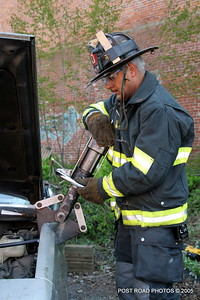 20150500-bridgeport-connecticut-fire-dept-extrication-training-post-road-photos-013