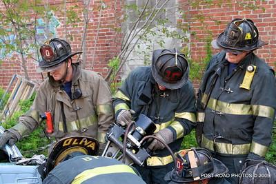 20150500-bridgeport-connecticut-fire-dept-extrication-training-post-road-photos-036