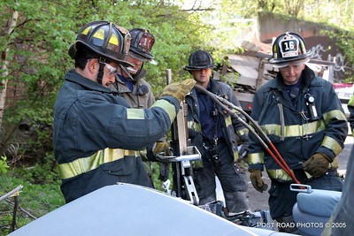 20150500-bridgeport-connecticut-fire-dept-extrication-training-post-road-photos-026