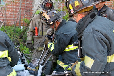 20150500-bridgeport-connecticut-fire-dept-extrication-training-post-road-photos-035