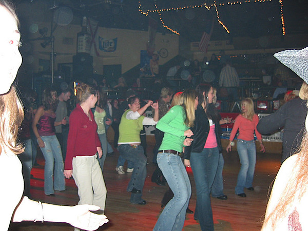 06 - Line dancing at the Rattlesnake.JPG